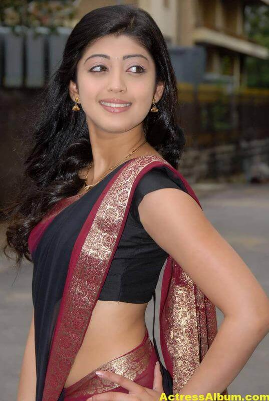 pranitha-hot-stills-in-saree-10