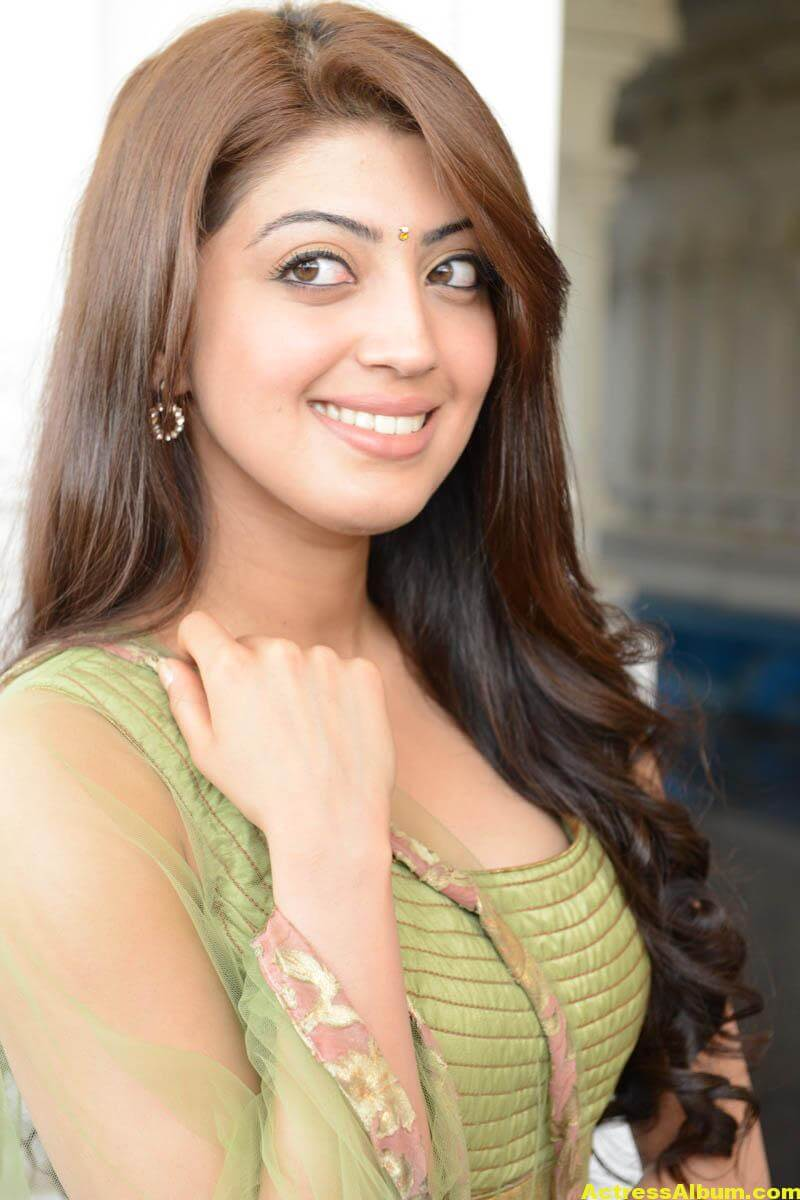 Pranitha new HQ wallpaper 0