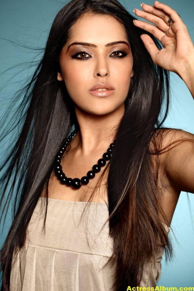 Priyanka-Chabra-Hot-Photos-1002