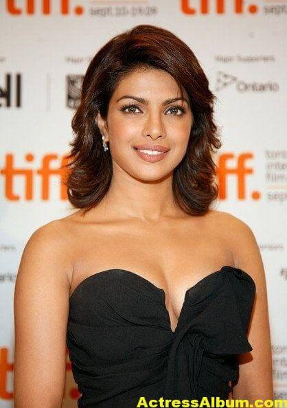 Priyanka Chopra exposed hot (10)