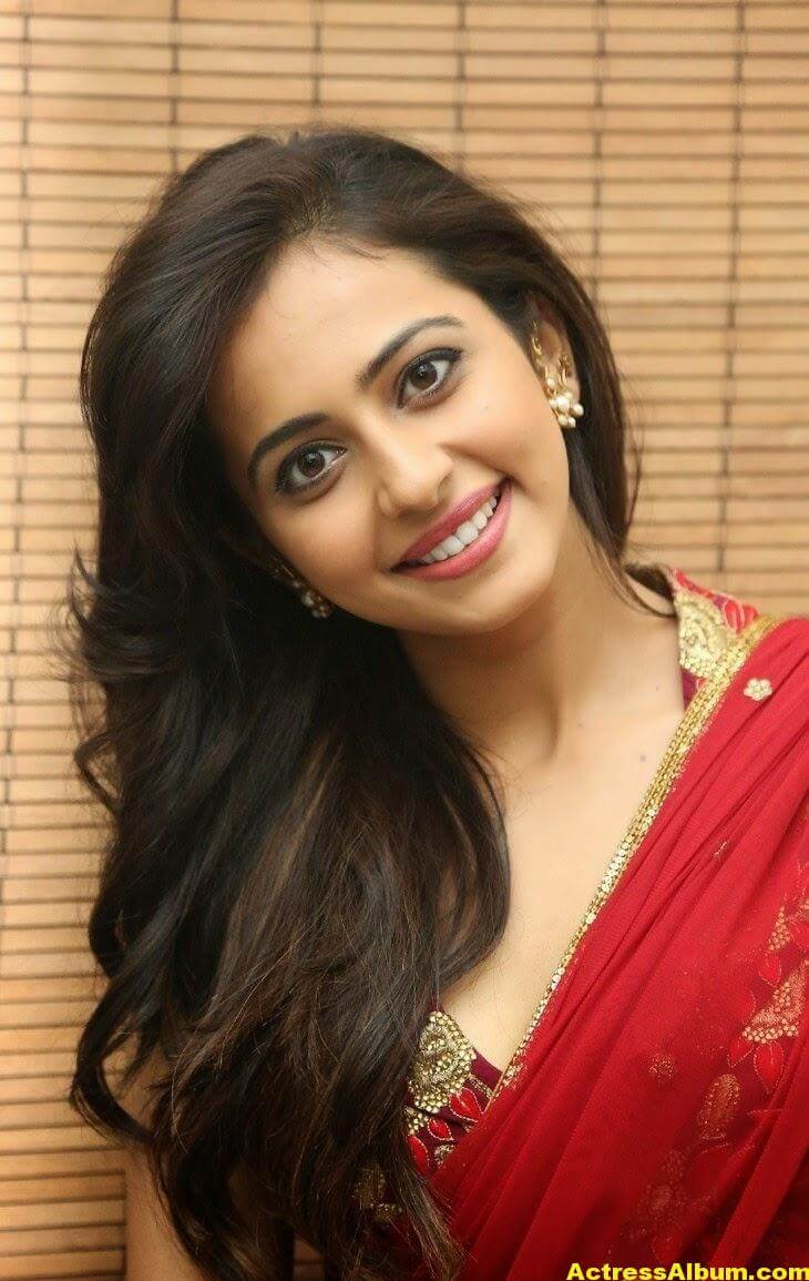 Rakul Preet Singh Latest HD Pics in Red Saree 1