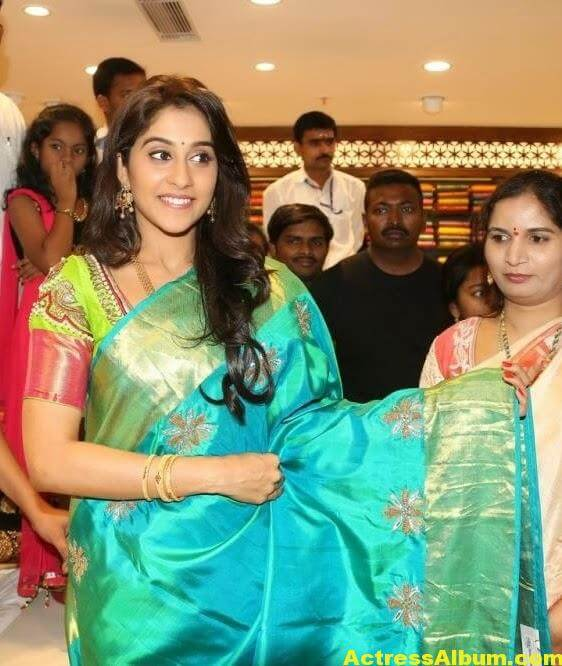 Regina Cassandra at Chennai Shopping Mall Launch Photos 7