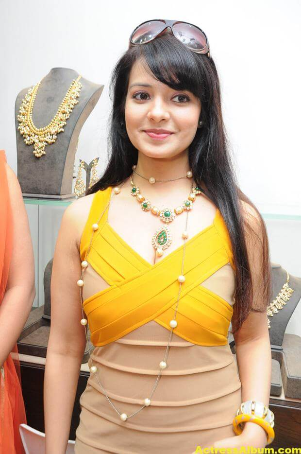 Saloni Latest Photos 2