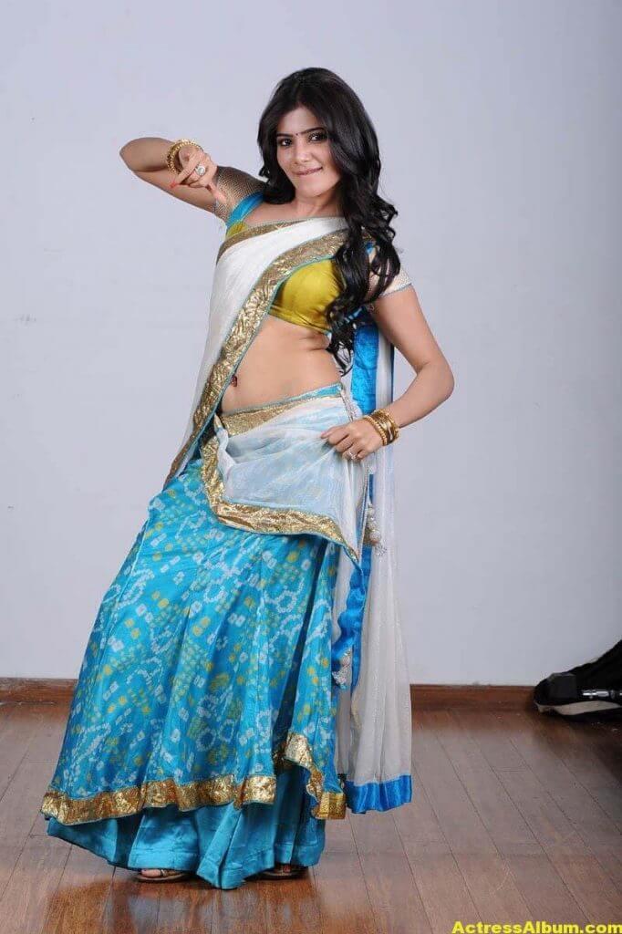 Samantha Hot navel show in half Saree 2