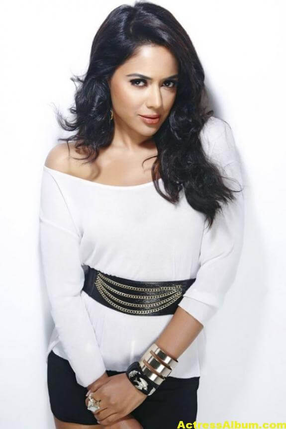 Sameera Reddy Hot Pics 3