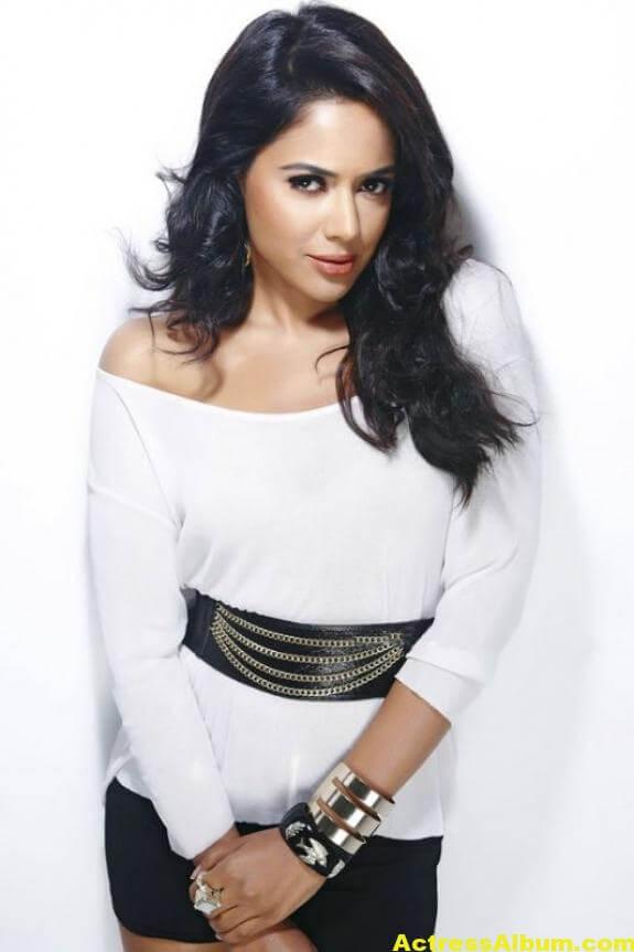 Sameera Reddy Hot Pics 3
