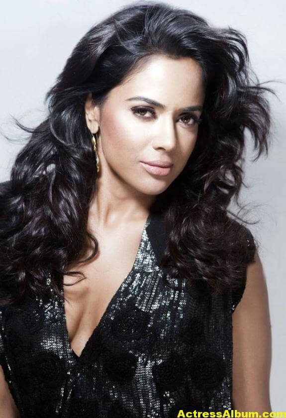 Sameera Reddy Hot Pics 4