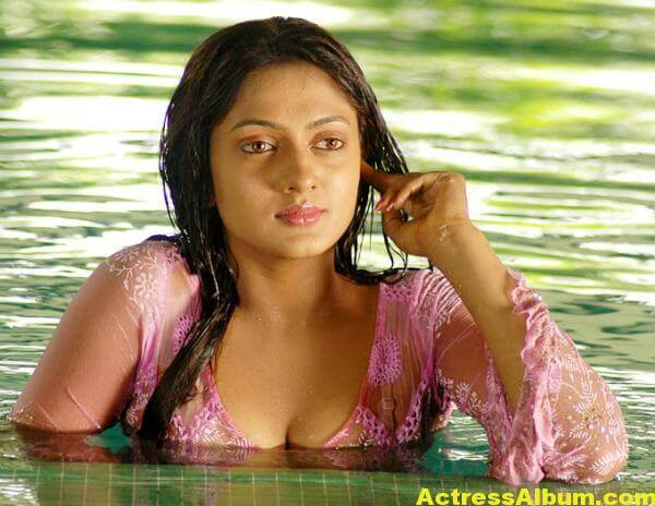 sheela-actress-hot-navel-bikini-pics-wallpapers-3