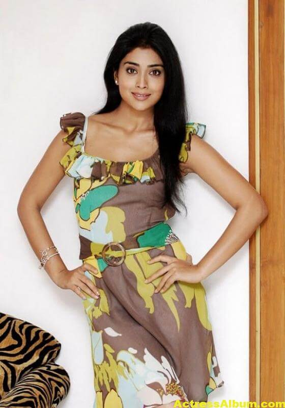 shriya-saran-photo-gallery-14