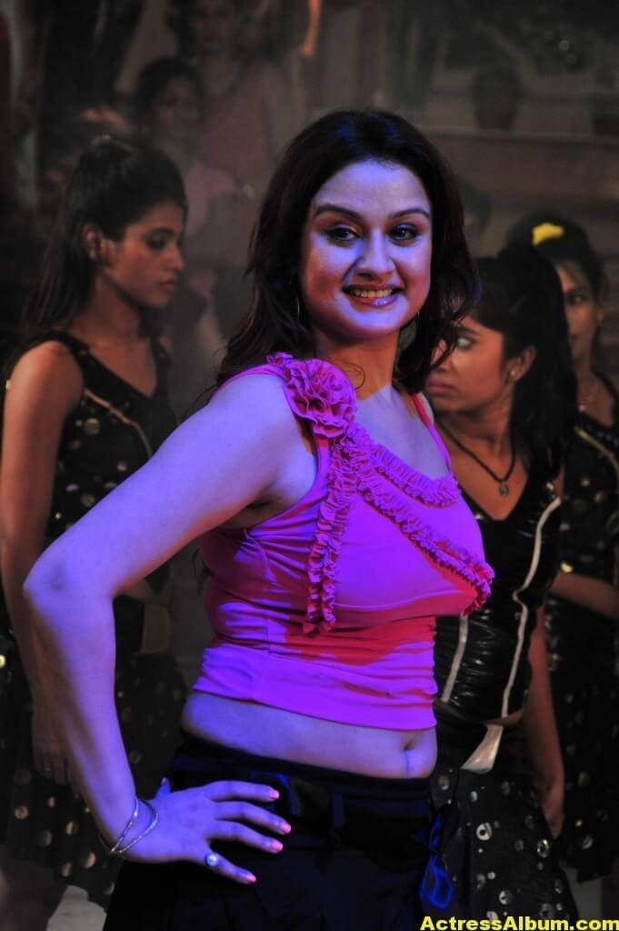 Sonia-Agarwal-Hot-Show-in-Pink-Tight-Dress-5