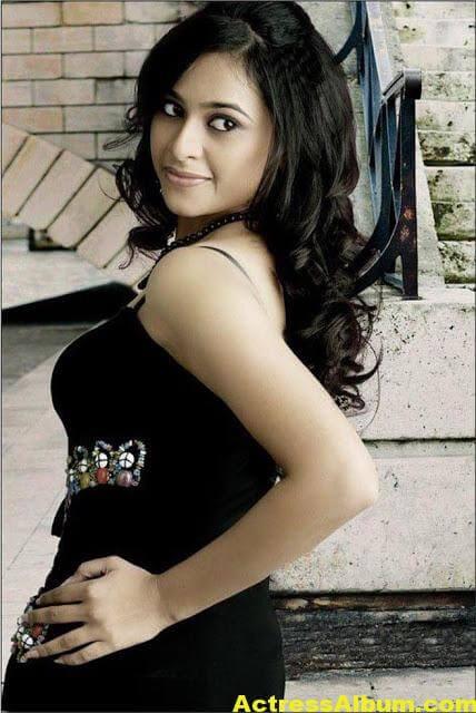 Sri Divya Cute Photoshoot Gallery - Actress Album