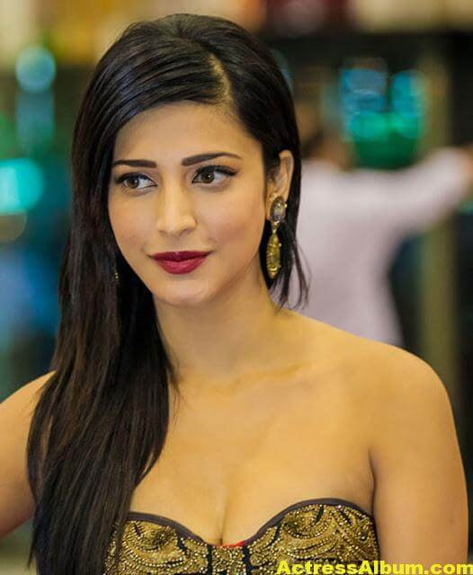Sruthi Hasan Latest Photos 4