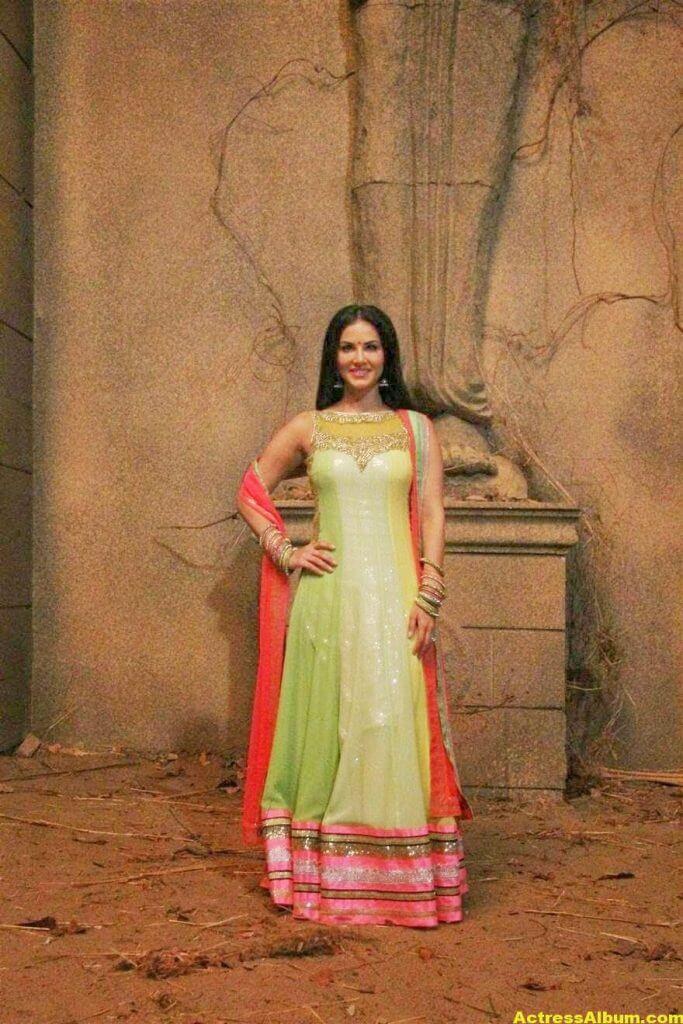Sunny Leone Latest on Location Stills From Leela Movie 4