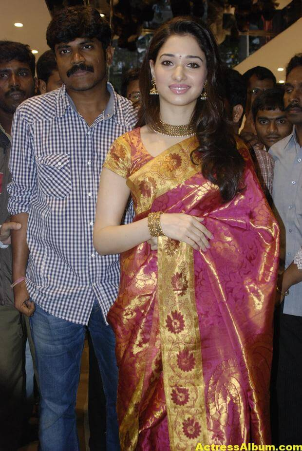 Tamanna At Kalanikethan Launch photos 6