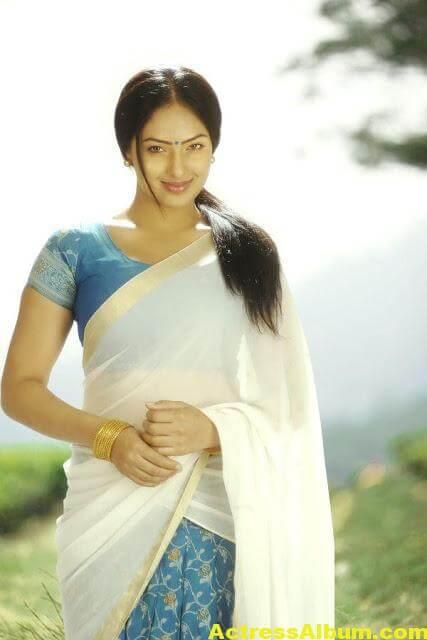 Tamil Actress Nikeesha Patel Glamarous Photo Shoot 4