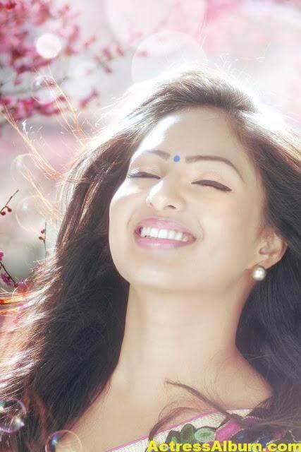 Tamil Actress Nikeesha Patel Glamarous Photo Shoot 5