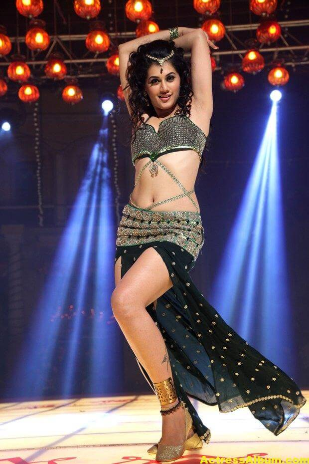 tapsee-latest-hot-navel-show-stills-from-shadow-movie-1