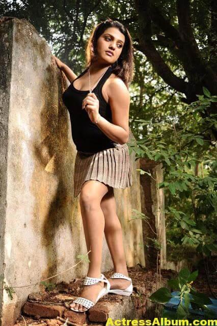 Tashu Kaushik Sizzling Photoshoot 9