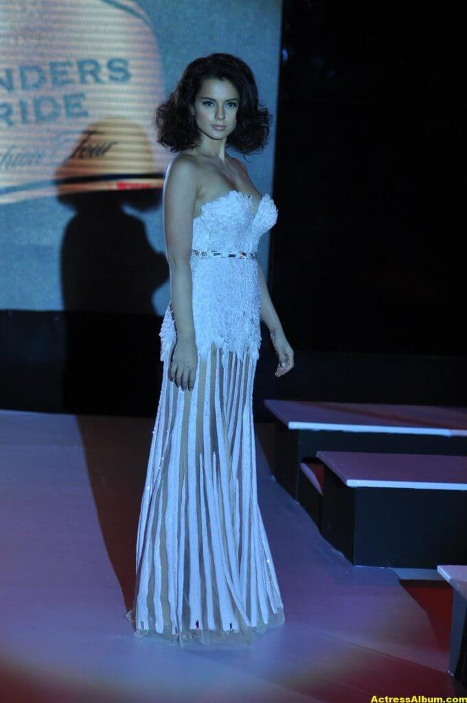 Actress Kangana Ranaut Milky Beauty Pictures 10