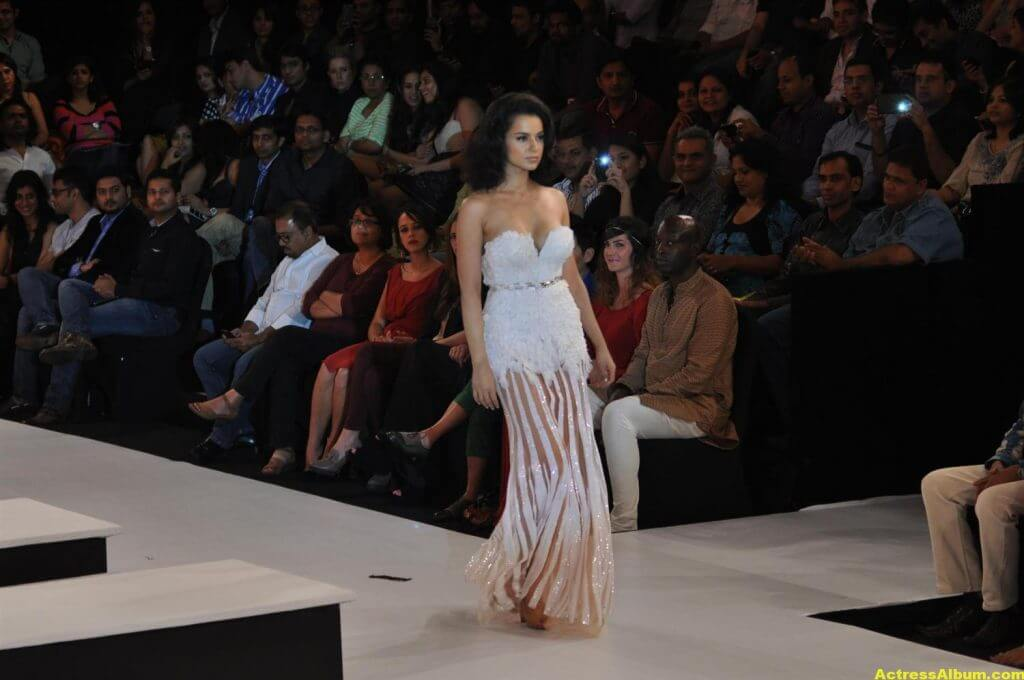 Actress Kangana Ranaut Milky Beauty Pictures 9