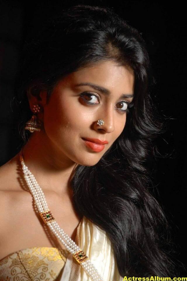 Actress Shriya exclusive saree pictures 3