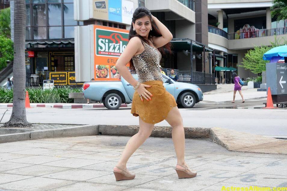 Aksha Latest cute and Spicy Photo 6