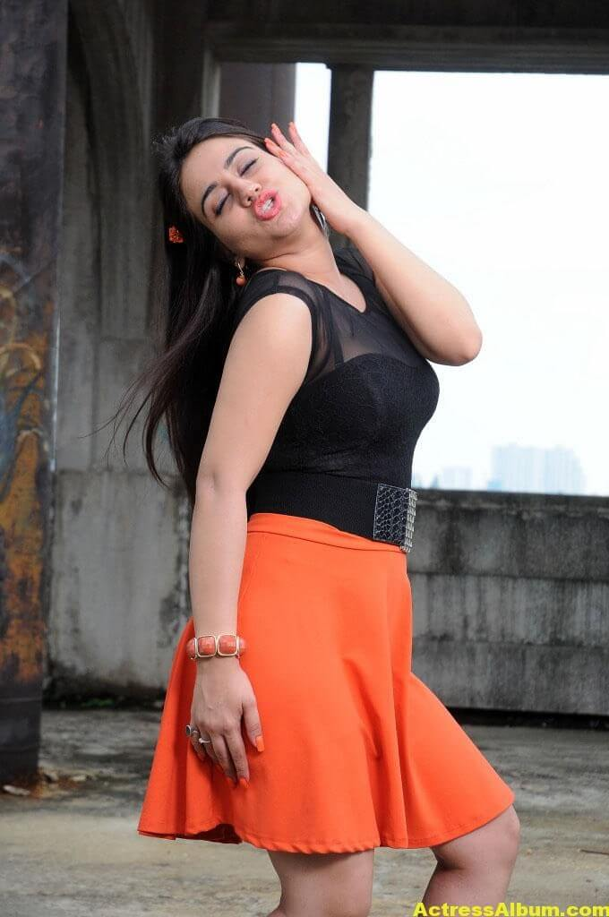 Aksha Latest cute and Spicy Photo 7