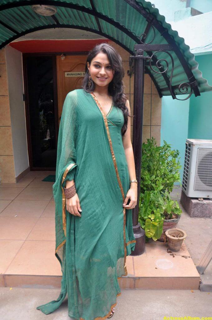 Andrea Jeremiah Latest Cute and Spicy Photos 2
