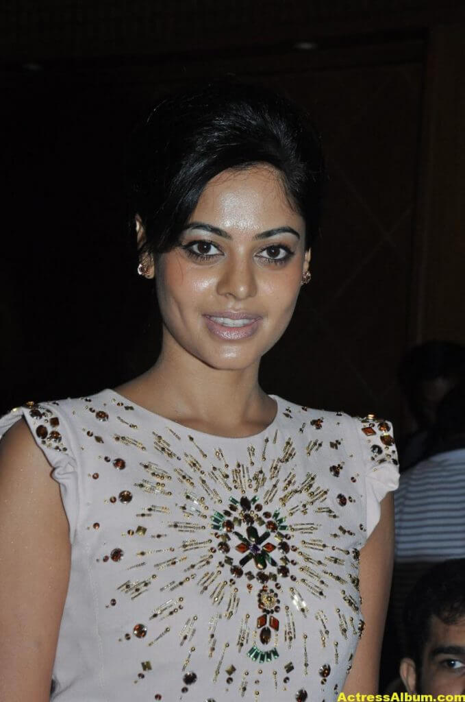 Bindu Madhavi Cute and Spicy Photo 2