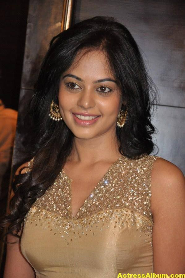 Bindu Madhavi Cute and Spicy Photo 5