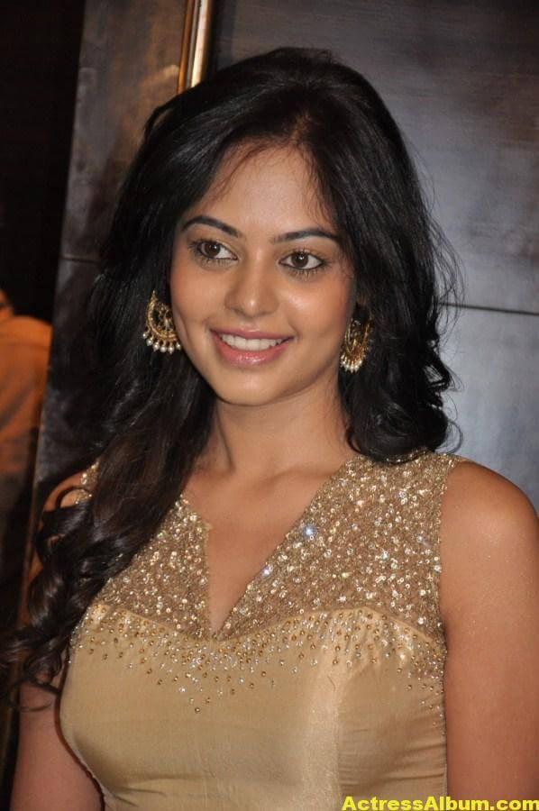 Bindu Madhavi Cute and Spicy Photo 5