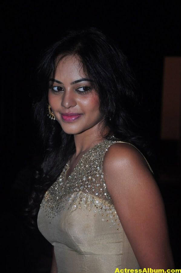 Bindu Madhavi Cute and Spicy Photo 7