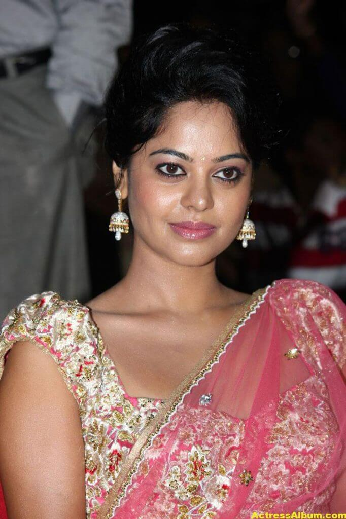 Bindu Madhavi Hot in Pink Saree 2
