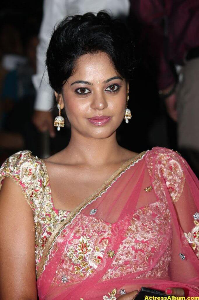 Bindu Madhavi Hot in Pink Saree 3