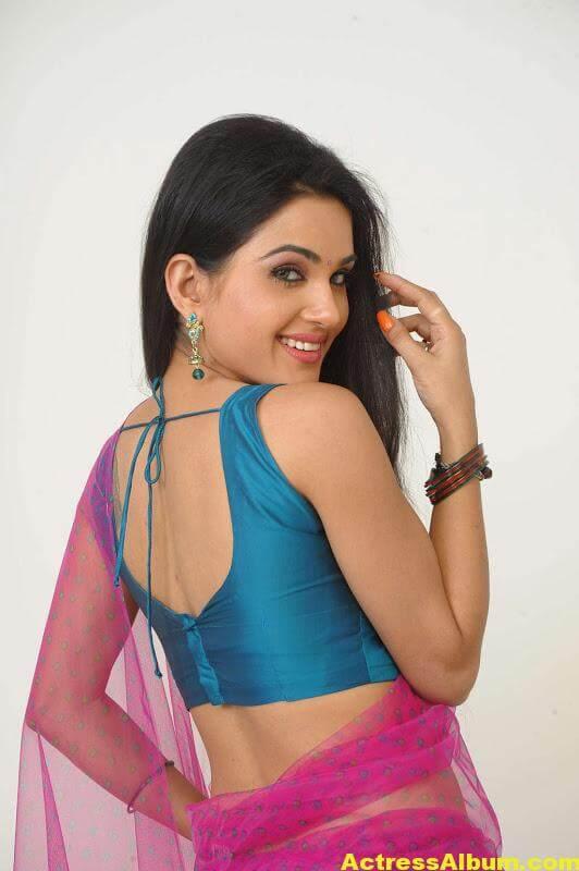 Kavya Singh Hot Navel Pics 10