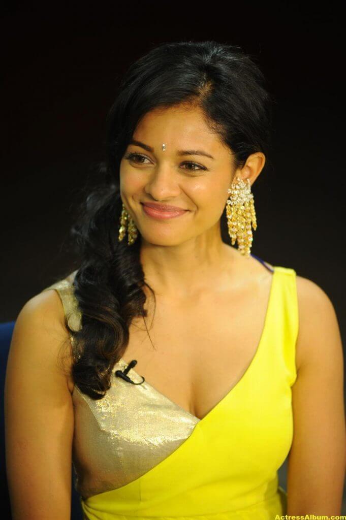 Pooja Kumar Hot Images 5