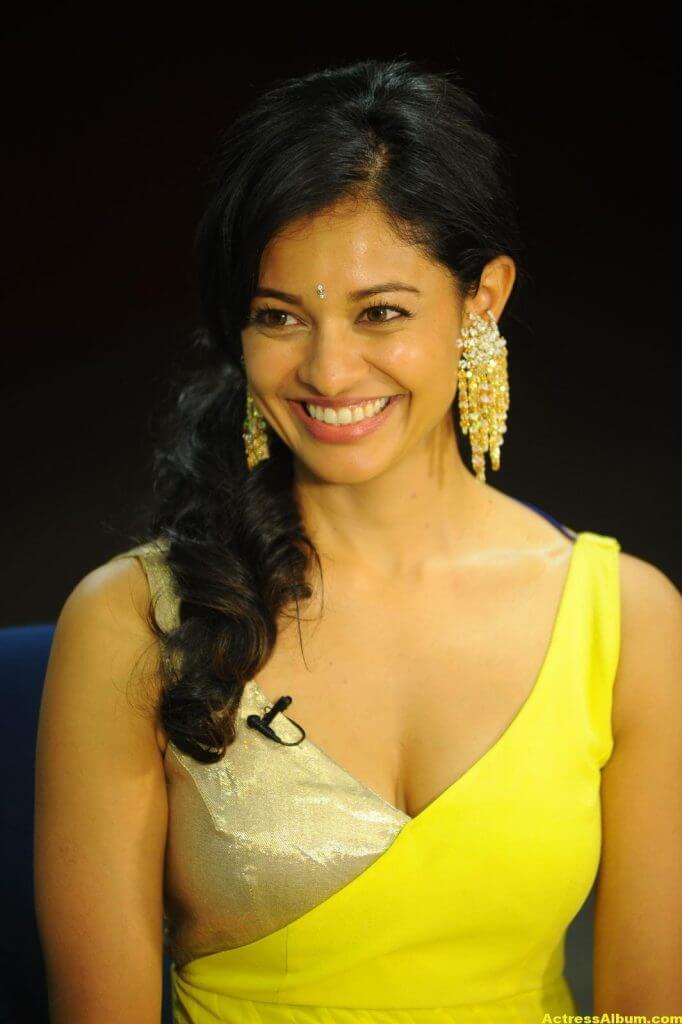 Pooja Kumar Hot Images 6