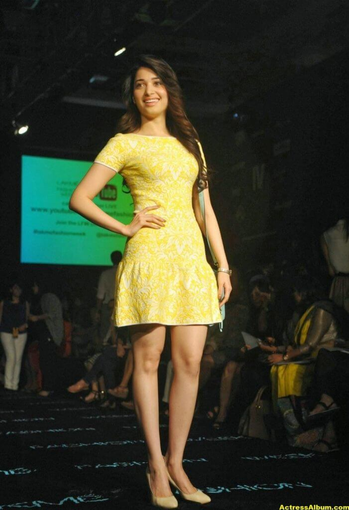 Tamanna Hot and Spicy Thigh Show in Ramp Walk 1