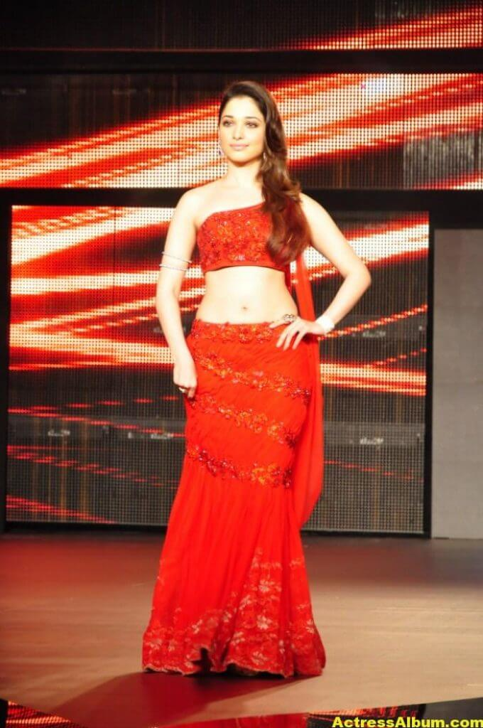 Tamanna Hot and Spicy Thigh Show in Ramp Walk 3