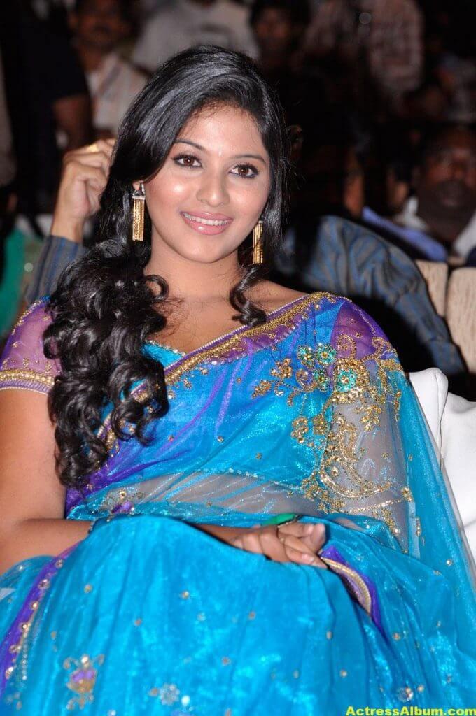Tamil Actress Anjali Beautiful Photos 1