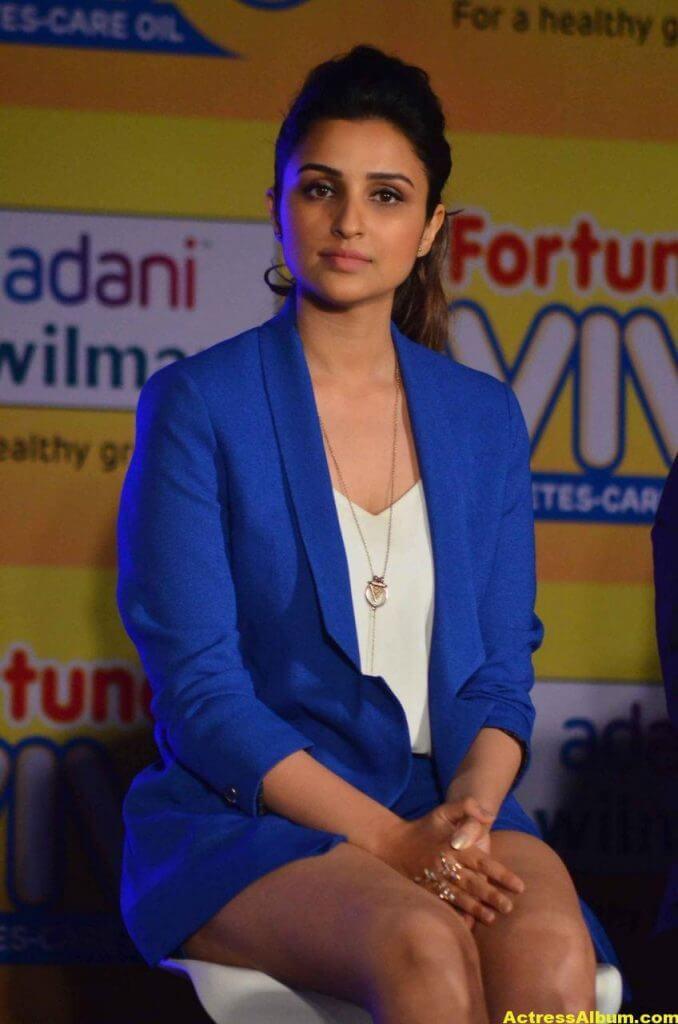 Actress Parineeti Chopra Thigh Show Photos 3