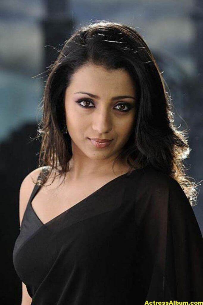 Actress Trisha Latest Hot Stills in Black Saree 1