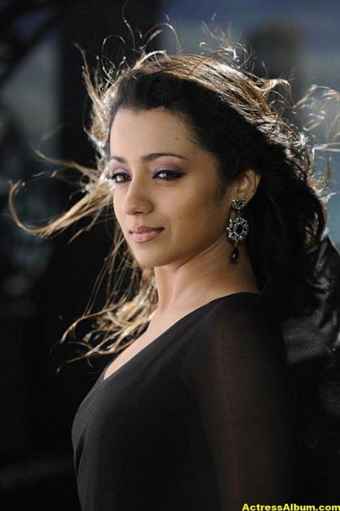 Actress Trisha Latest Hot Stills in Black Saree 3