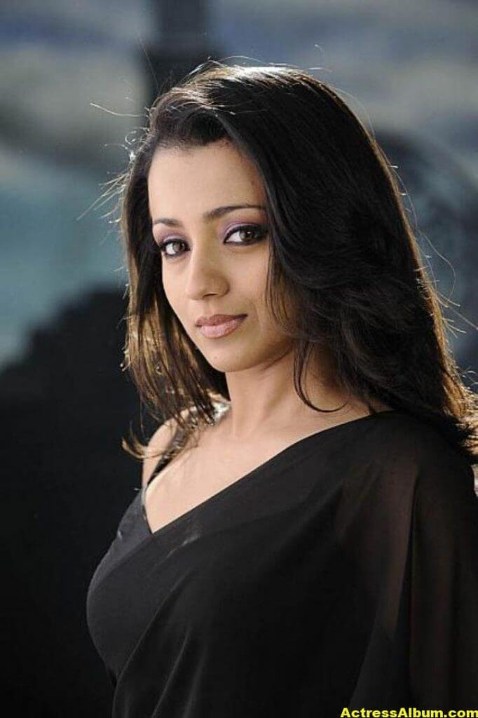 Actress Trisha Latest Hot Stills in Black Saree 4