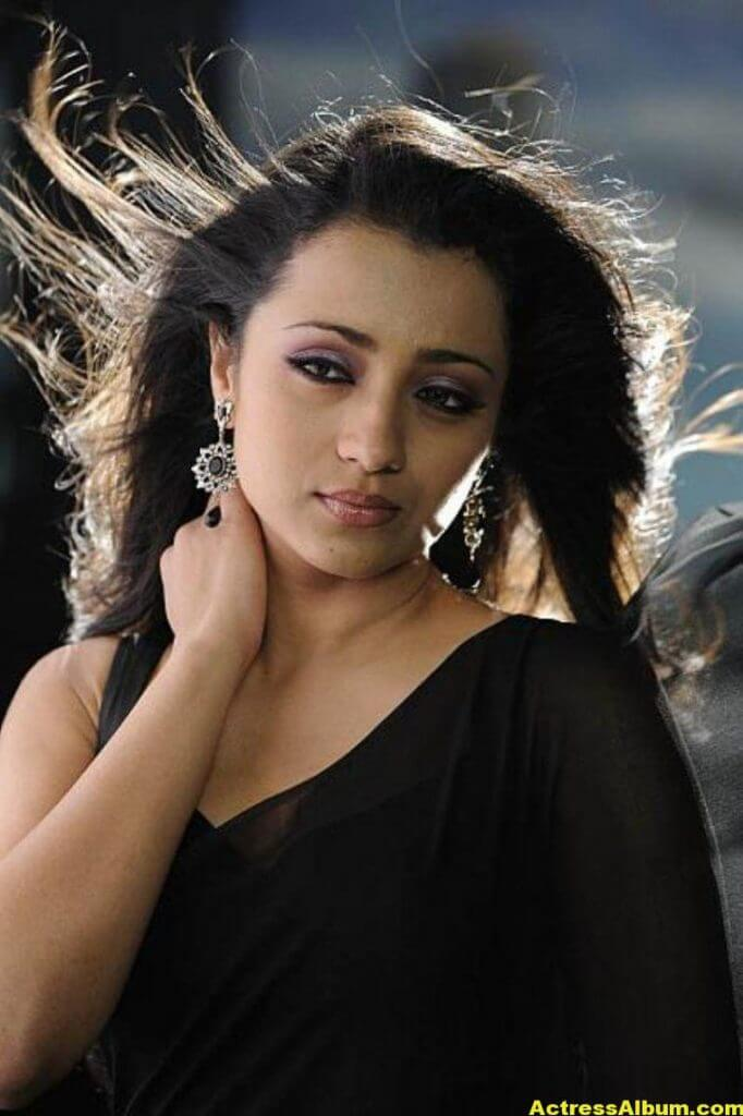 Actress Trisha Latest Hot Stills in Black Saree 7