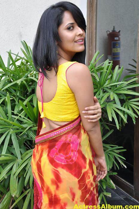 Anchor Anasuya Beautiful Pictures In Yellow Saree (1)
