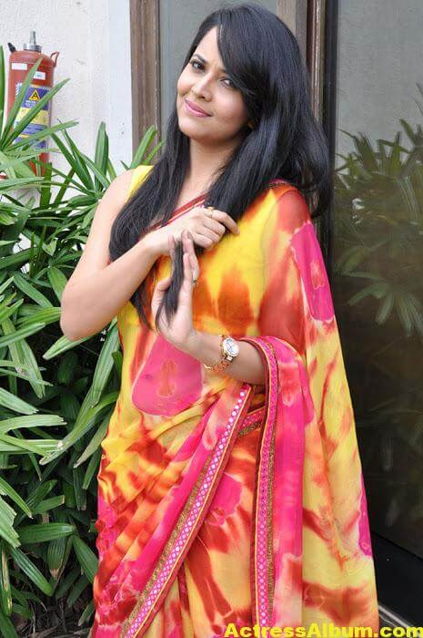 Anchor Anasuya Beautiful Pictures In Yellow Saree (2)