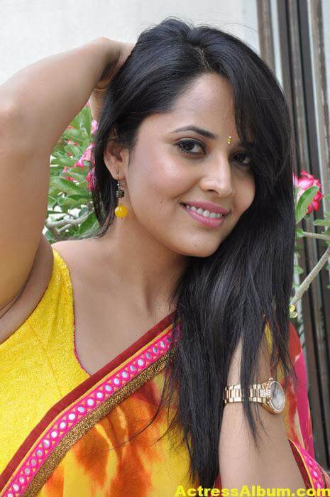 Anchor Anasuya Beautiful Pictures In Yellow Saree (3)
