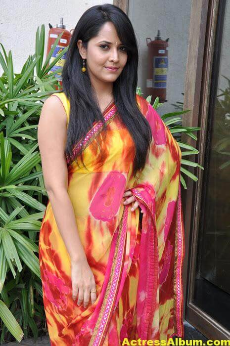 Anchor Anasuya Beautiful Pictures In Yellow Saree (6)