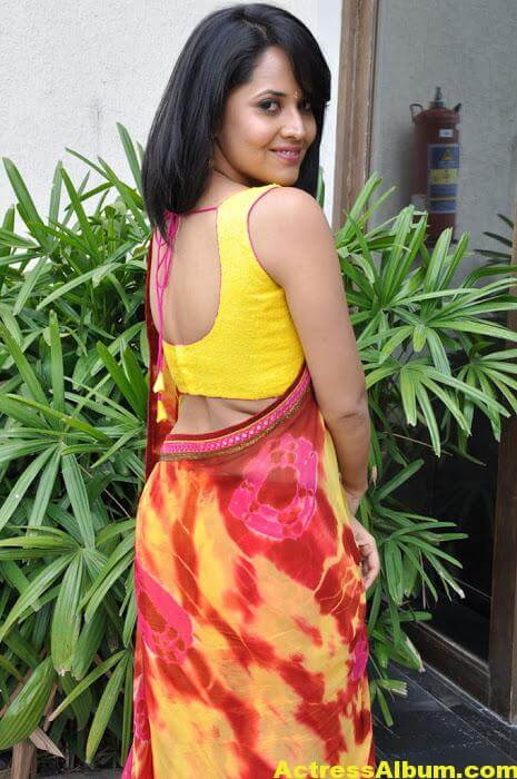 Anchor Anasuya Beautiful Pictures In Yellow Saree (7)